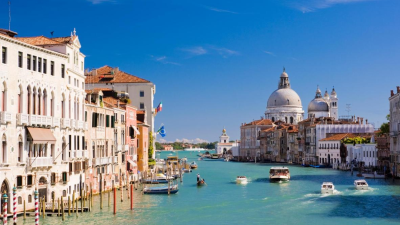 Few Best Destinations in the World Where You Can Go for Boating
